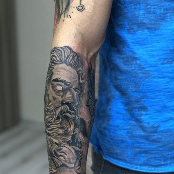 Zeus Dövmesi